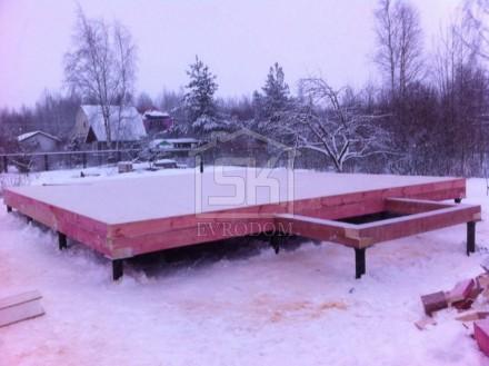 Монтаж цокольных панелей СИП дома завершен
