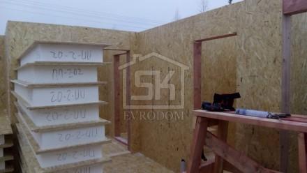 Завершен монтаж стен из СИП панелей первого этажа