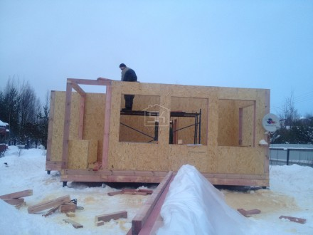 Монтаж стен первого этажа